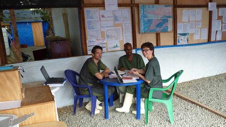 Foto: Johan Van Griensven med medarbetare. Johan Van Griensven. Foto: Institute of Tropical Medicine