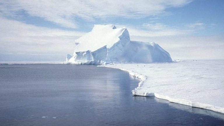 Smältande isberg på Antarktis. Foto: Ben Holt/NASA/Wikimedia Commons Public Domain