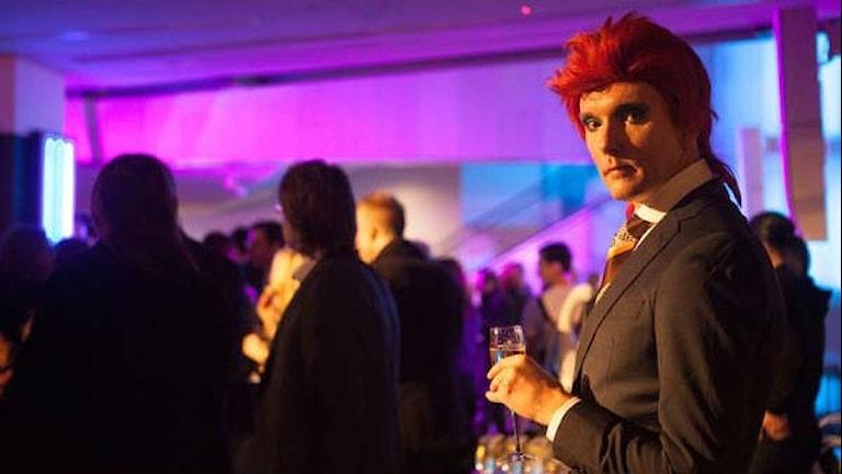 Utklädd till Bowie med det röda hår han bar under perioden.