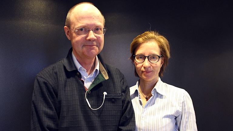 Anders Öhlén som är vd på Läkemedelsförsäkringen och Ann Marie Janson Lang som jobbar med kliniska prövningar på Läkemedelsverket.
