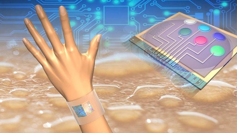 Datorgjord bild på en hand med ett armband runt handleden som mätter olika värden i svetten. Bild: Der-Hsien Lien and Hiroki Ota