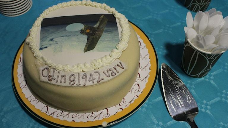 Tårta med bild på forskningssatelliten Odin ovanpå.