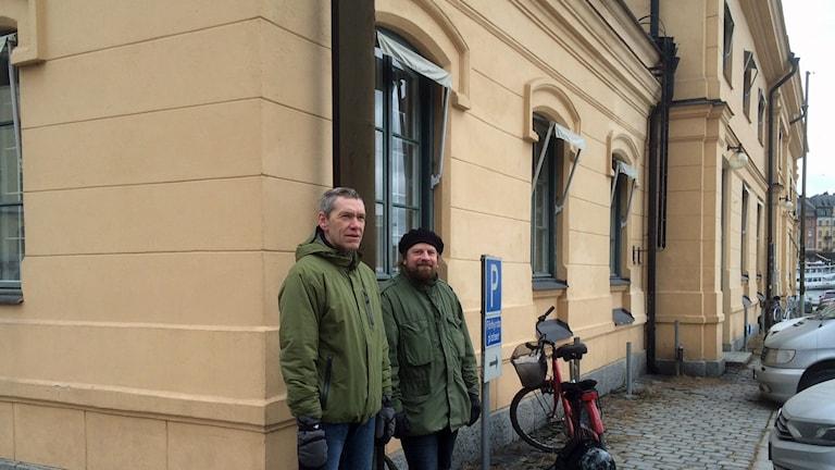 Marinarkeologerna Johan Rönnby och Jim Hansson på Blasieholmen