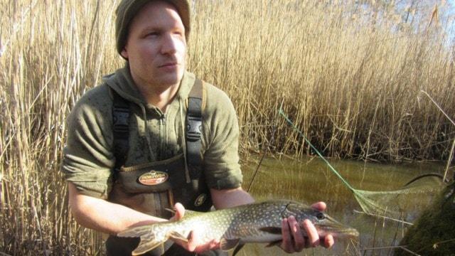 Fiskaren med gädda i hand