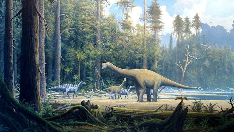 En målning av den jättelika sauropoden med ungar.