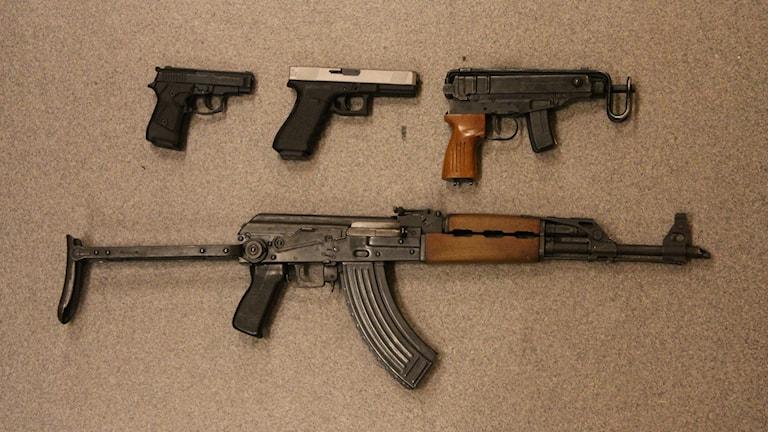 Fyra olika skjutvapen.