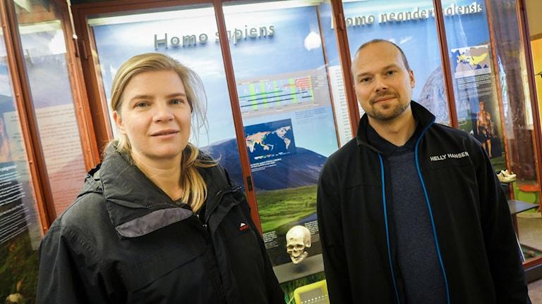 Carina Schlebush och professor Mattias Jakobsson