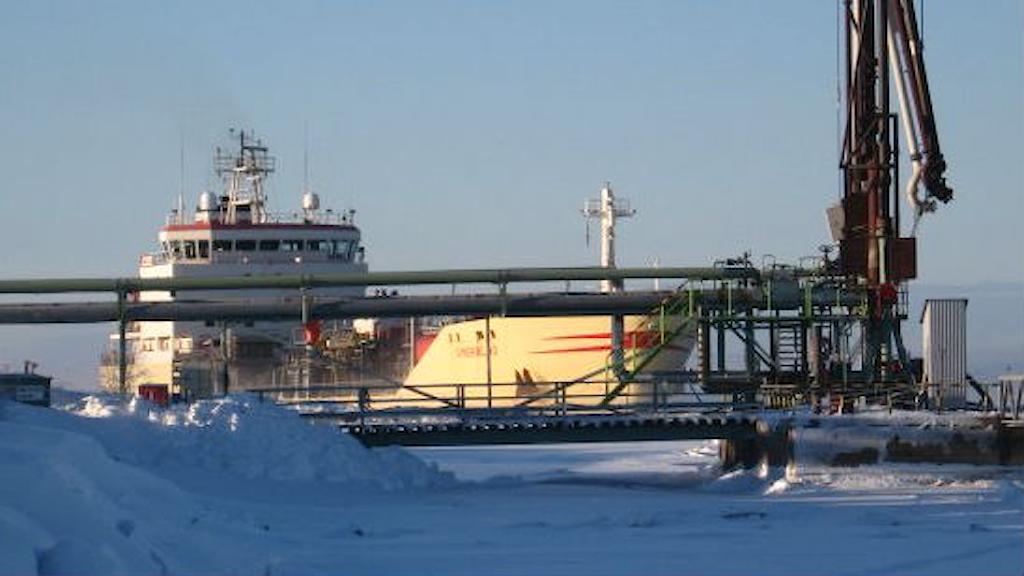 Ett lastfartyg som fraktar kemikalier vid hamnen i finska Kemi.