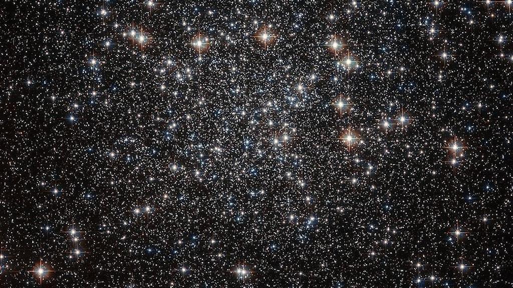 Bild av stjärnor i rymden tagen av Hubbleteleskopet.