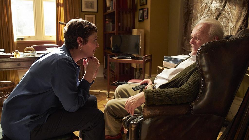 """Skådespelarna Olivia Colman och Anthony Hopkins i en scen ur filmen """"The Father"""""""