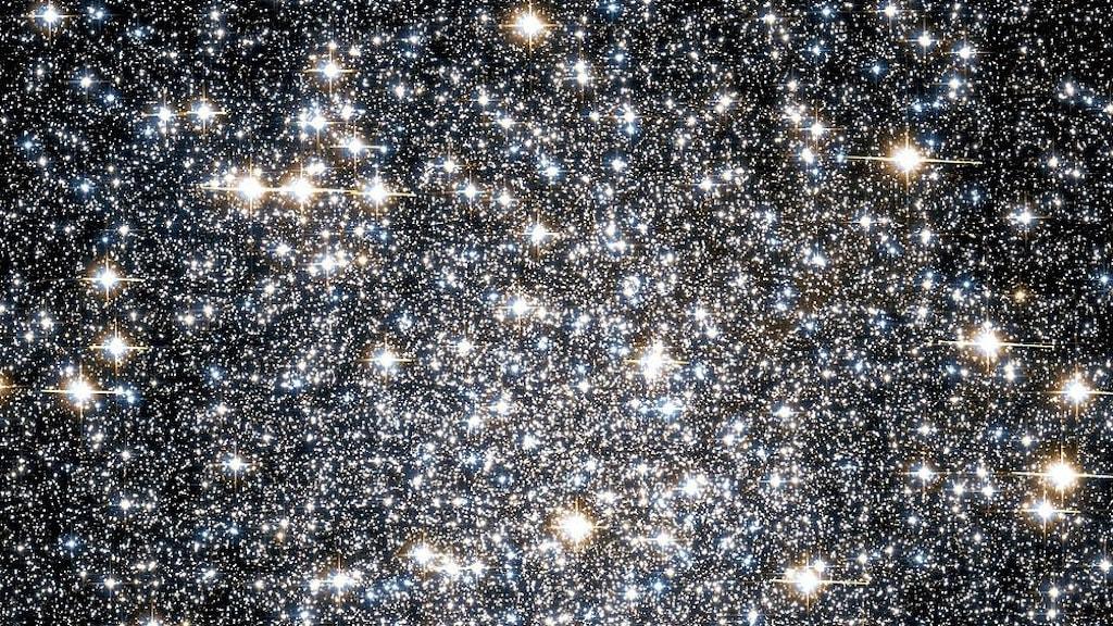 Stjärnhopen Messier 22 fotograferat rymdteleskopet Hubble