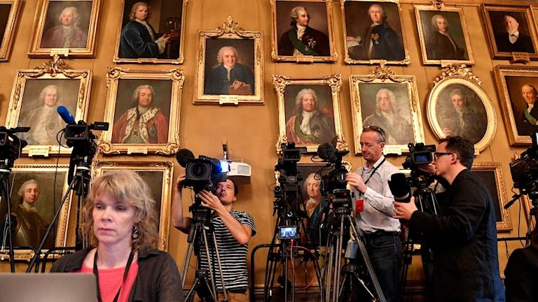 Journalister förberder sig inför tillkännagivandet av årets Nobelpris i fysik på Kungliga  Vetenskapsakademien i Stockholm