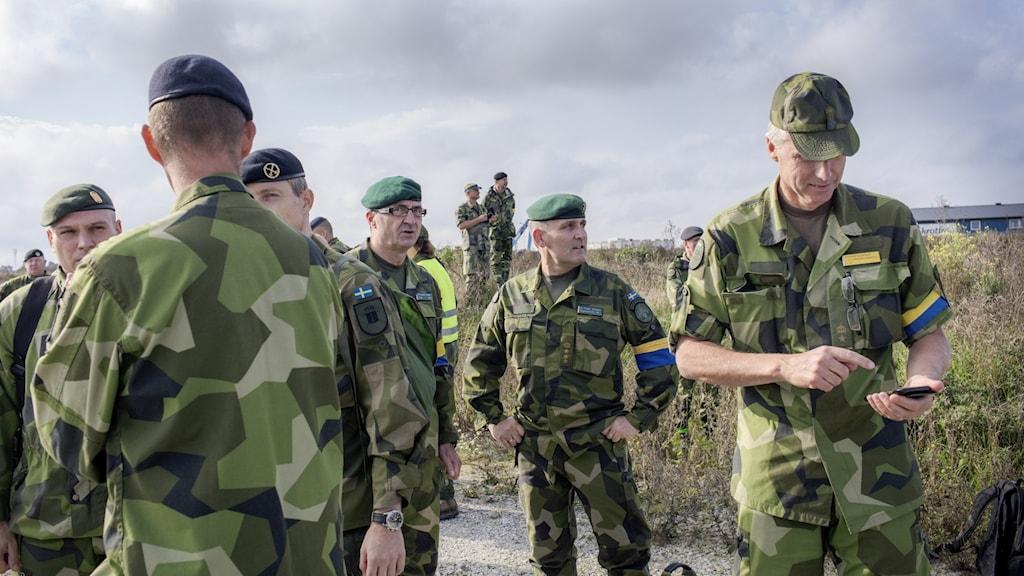 Personer i militäruniform.