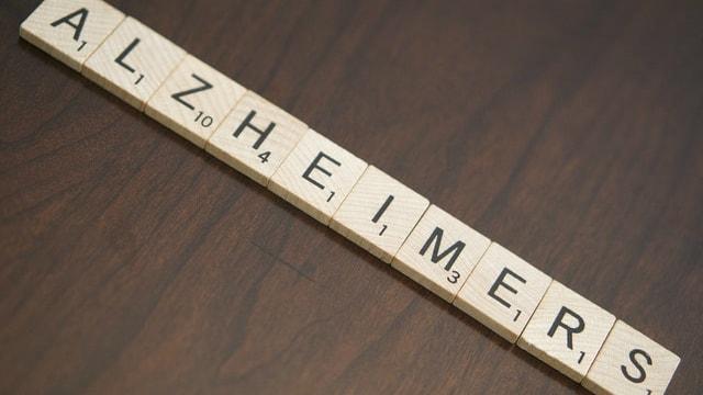 bokstäver som säger Alzheimers