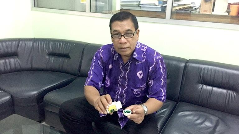 Professor Bambang Prajogo vid Airlanggauniversitetet i Surabaya har tagit fram gröna p-piller för män som ska testas på 120 par under ett år. Han hoppas de finns på marknaden 2019.