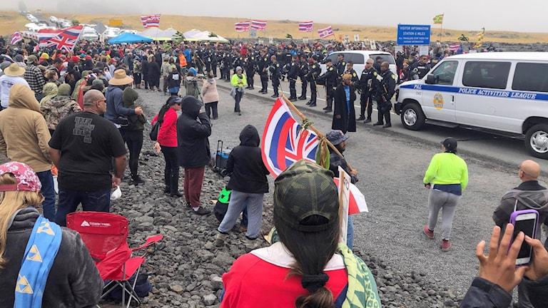Protester mot ett nytt rymdteleskop vid berget Mauna Kea på Hawaii.