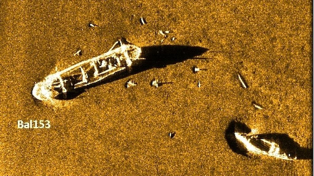 Bilder av två vrak på havsbotten.