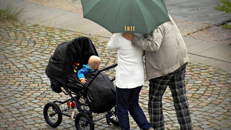 mamma, pappa och barnvagn