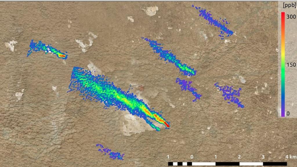 En satellitbild av ett milslångt gasfält visar flera utsläpp markerade med färger som representerar mängden metan.