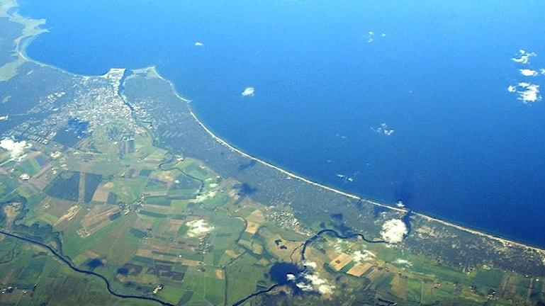 Flygfoto över Hanöbuktten vid kusten utanför Åhus.
