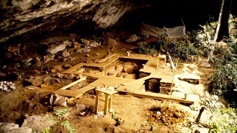 Grav i grotta i nordvästra Kamerun.