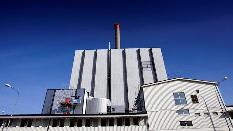 Närbild på kärnkraftsbyggnaden