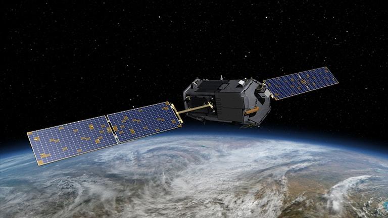 Satelliten på bilden har två solpaneler som sticker ut åt vardera håll.