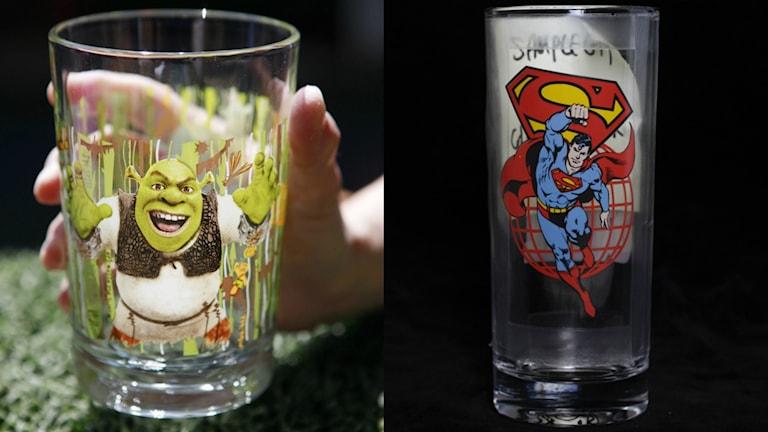 Ett glas med shrek tryckt på och ett med stålmannen.