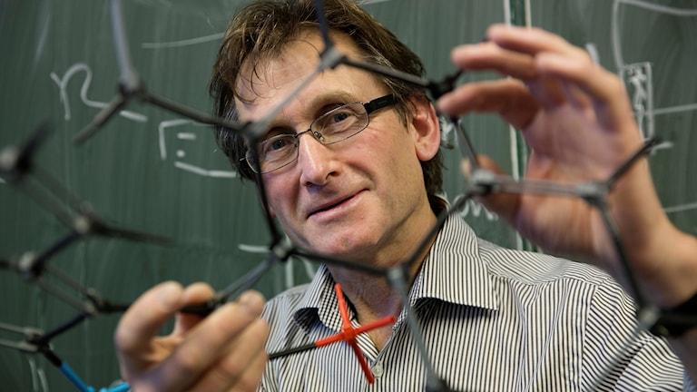 Bernard Feringa med molekylmodell