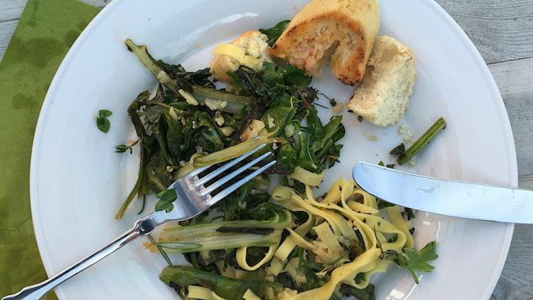 Stefan Jansson bjöd på CRISPR-broccolin tillsammans med vitlök och serverat med pasta.