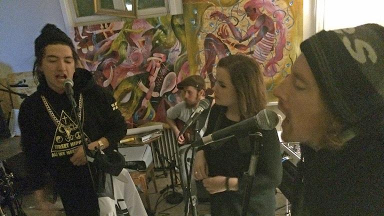 Gonza-Ra med vänner bjuder på spelning. Foto: Mikael Lindberg/Sveriges Radio