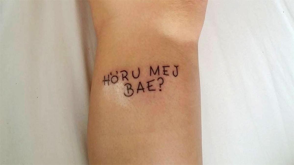 Höru mej bae?-tatuering