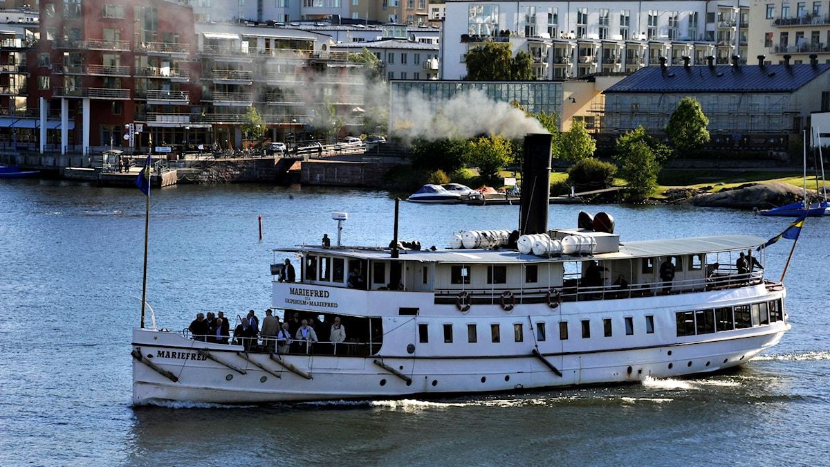 Mariefred var ett av fartygen i ångbåtskortegen i Mälaren.