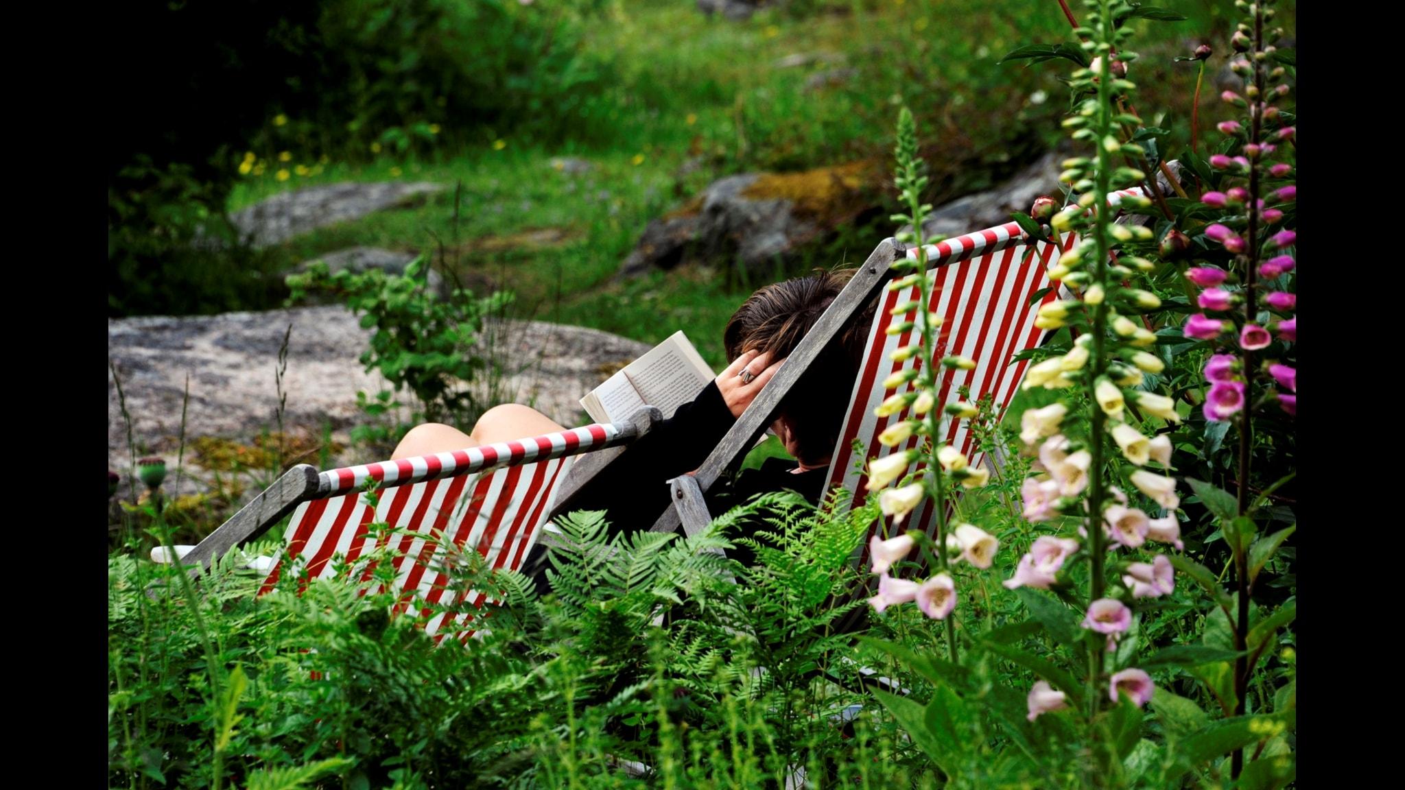Hör om vilka böcker du ska ta med på semestern i sommar.