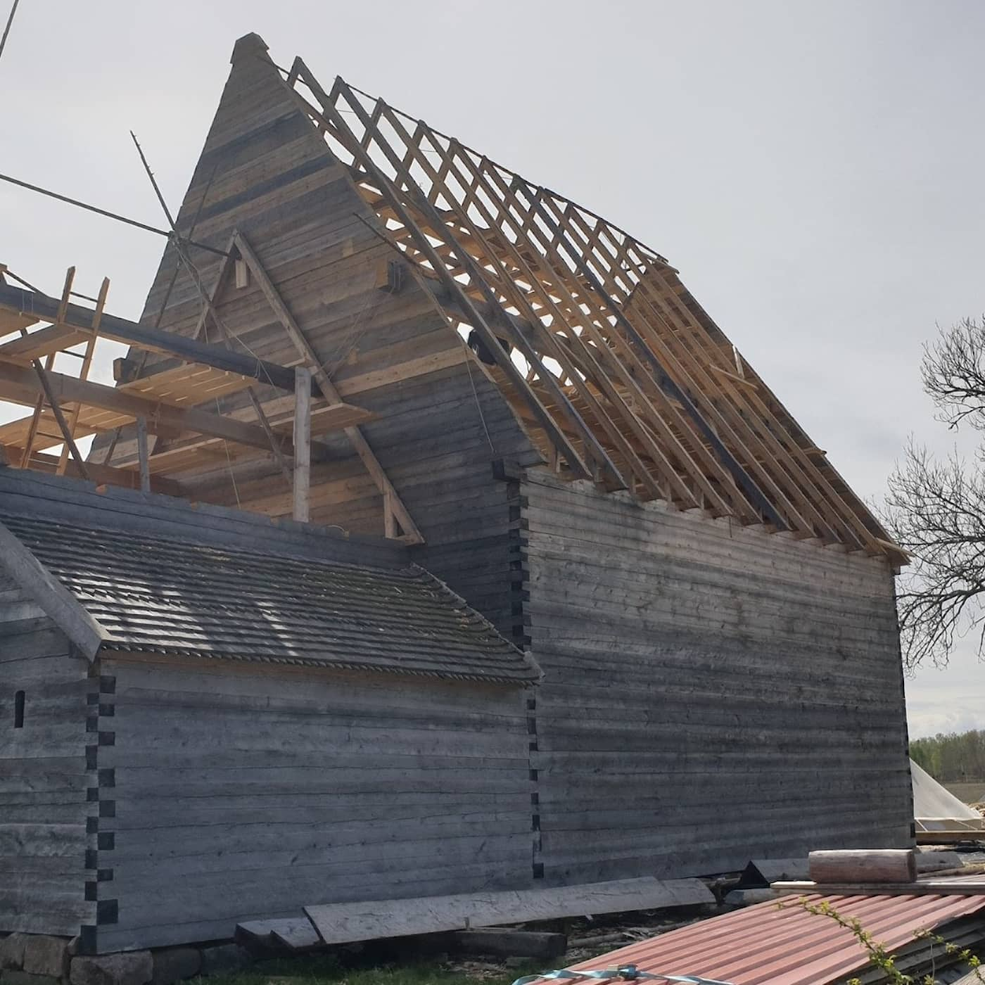 Nedbrunna medeltidskyrkan återuppstår