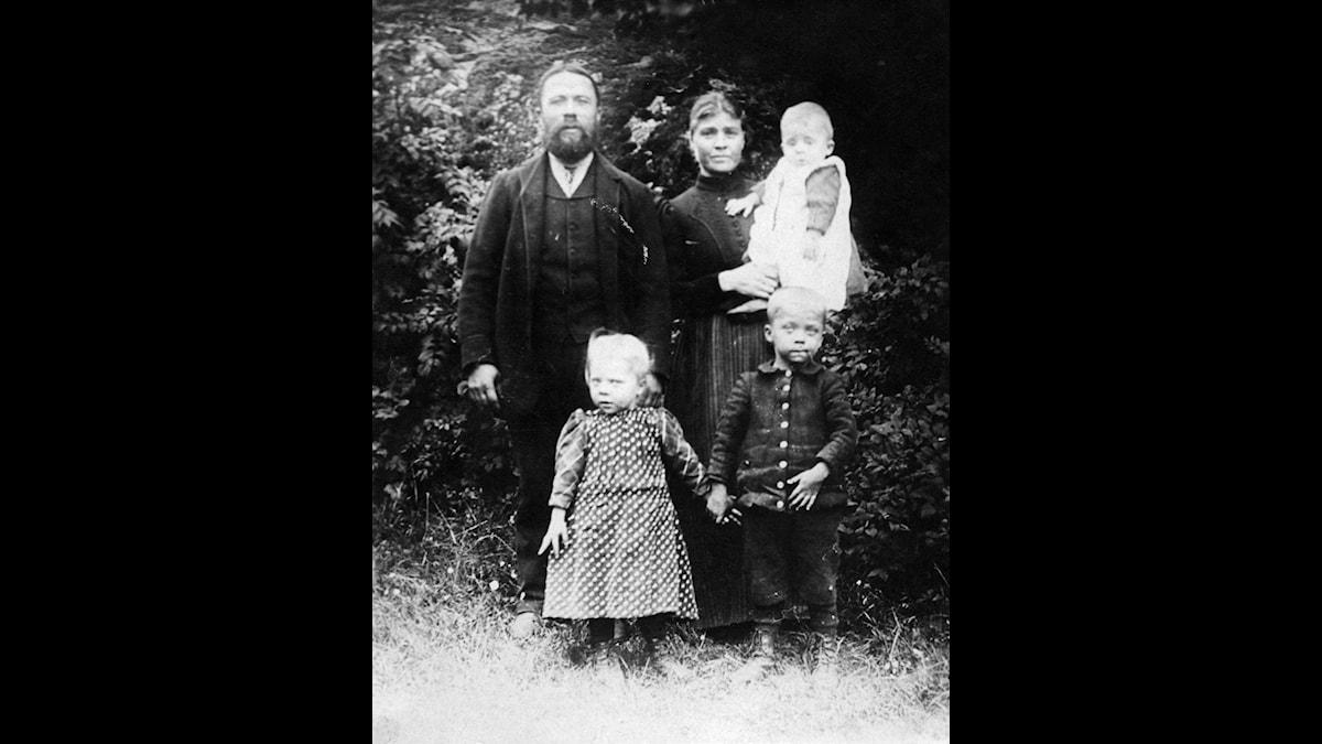 August Theodor med familj. Foto: Privat
