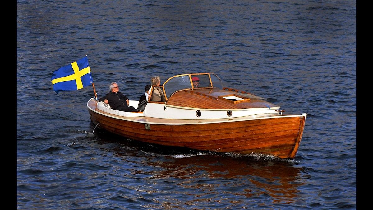 Varför älskar vi egentligen gamla träbåtar? Foto: Hasse Holmberg/SCANPIX
