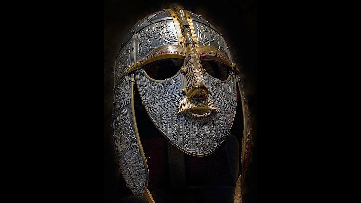 Kanske hade han på sig en sån här? Återskapad hjälm från Sutton Hoo-gravarna i England. Foto: Gernot Keller, Wikimedia