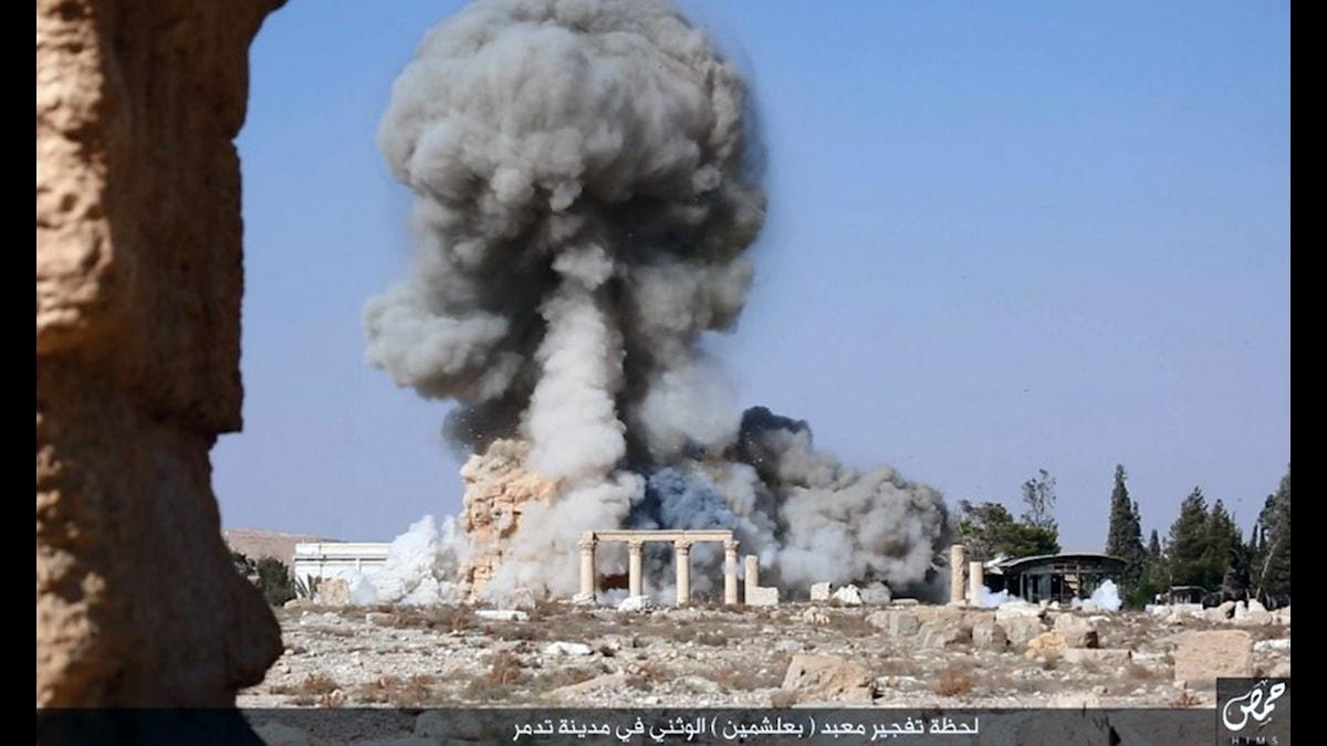 Foto från IS-hemsida som visar förstörelsen av Baalstemplet i Palmyra från augusti 2015.