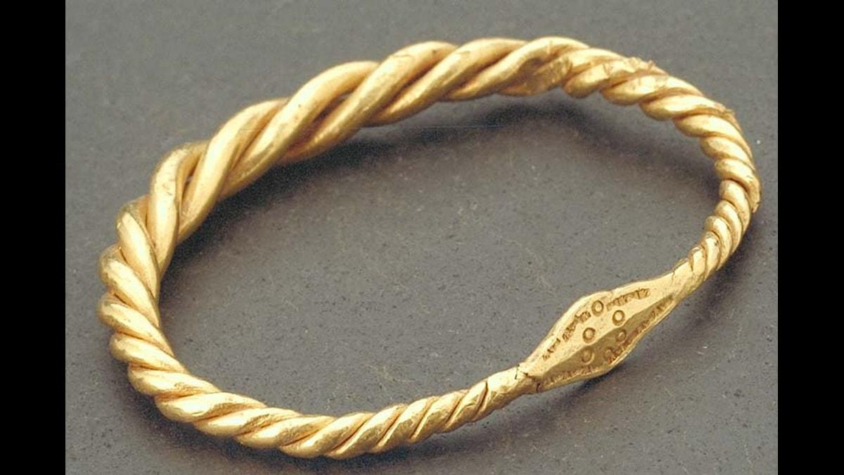 Guldarmring från Rörstrand som kanske tillhörde vikingen Rörik?