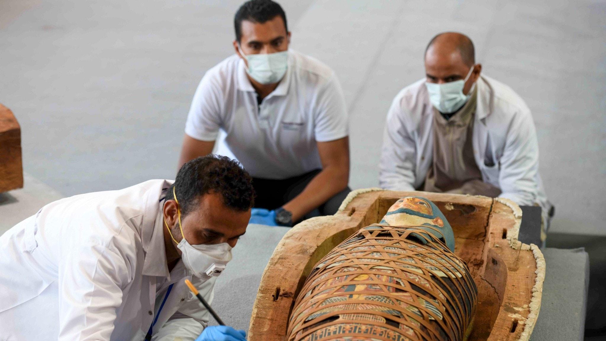 Fortfarande hittas mumier vid Sakkara i Egypten, som denna nu senast hösten 2020. Men idag äter vi inte upp dem. Eller?