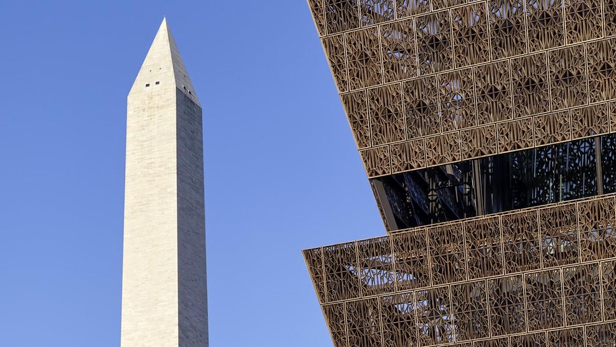 Till nya afroamerikanska museet på The Nationall Mall i Washington strömmar nu besökarna.