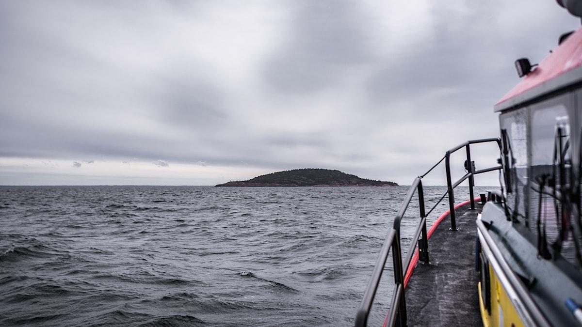 Arkeologerna på väg mot Blå Jungfrun i jakt på öns mytomspunna förflutna.