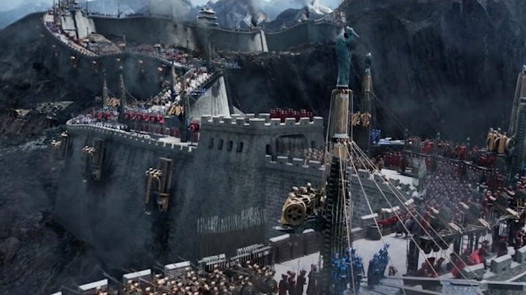 Det är monster snarare än mongoler som hotar Kina enligt filmen The Great Wall.