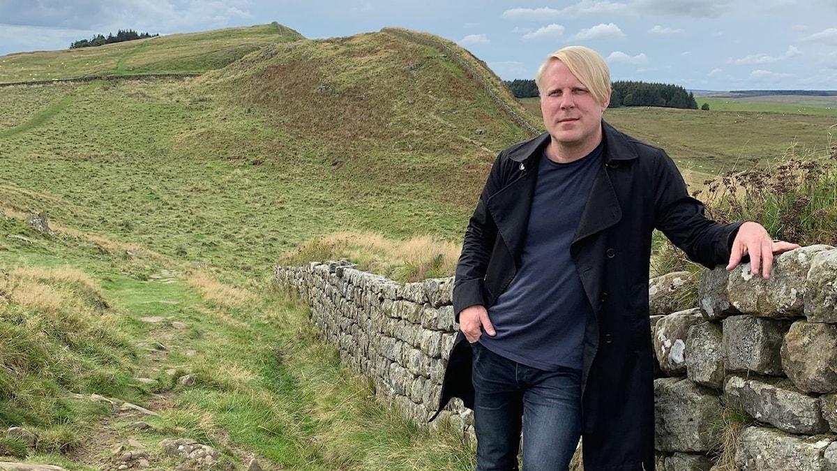 Tobias Svanelid vid Hadrianus mur.