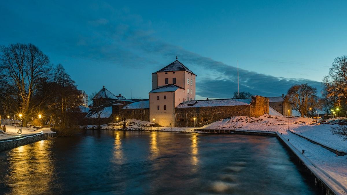 Nyköpingshus i vinterskrud.