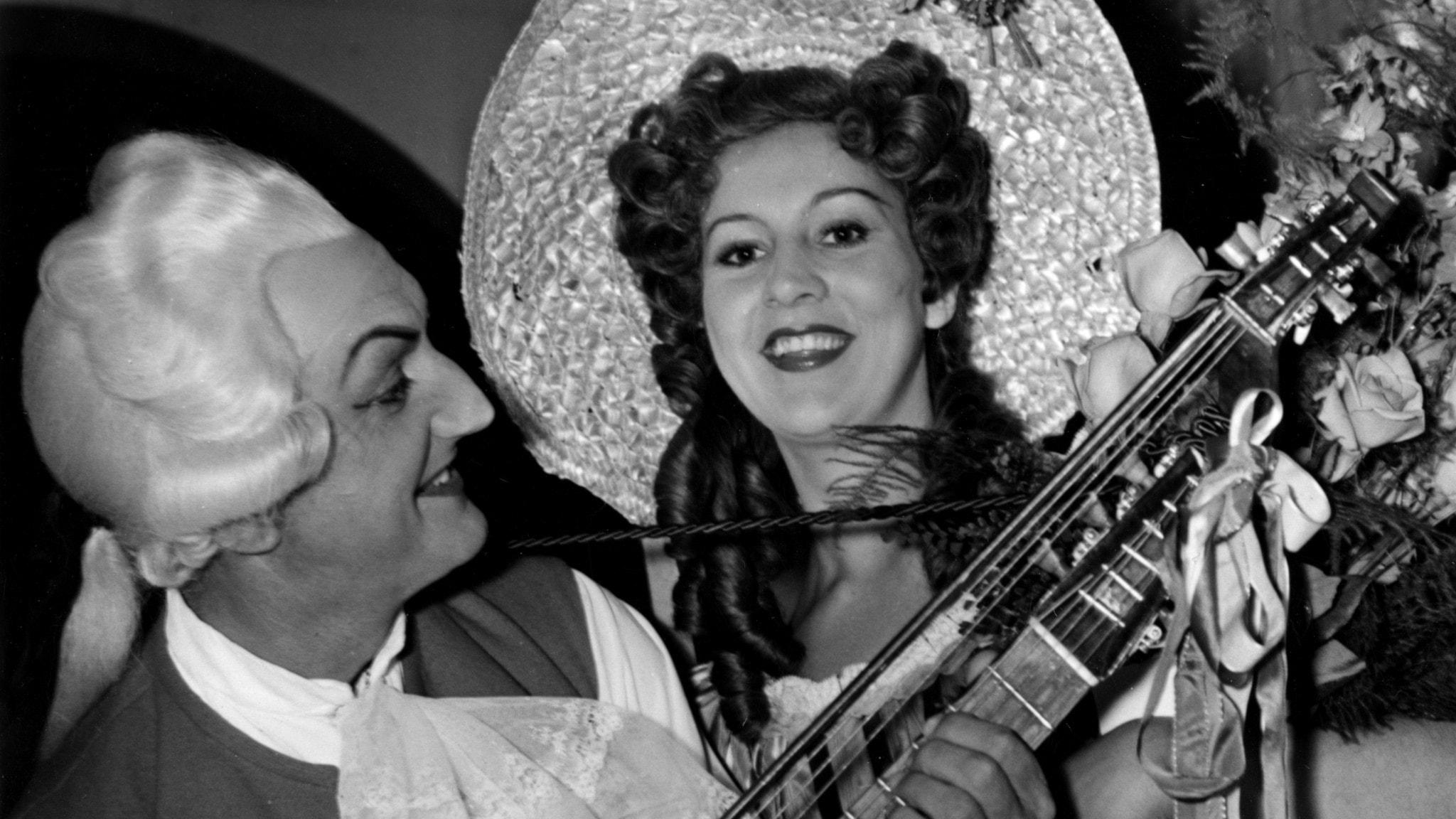 Kjerstin Dellert utklädd till Ulla Winblad 1951 på Tivolis stora scen.
