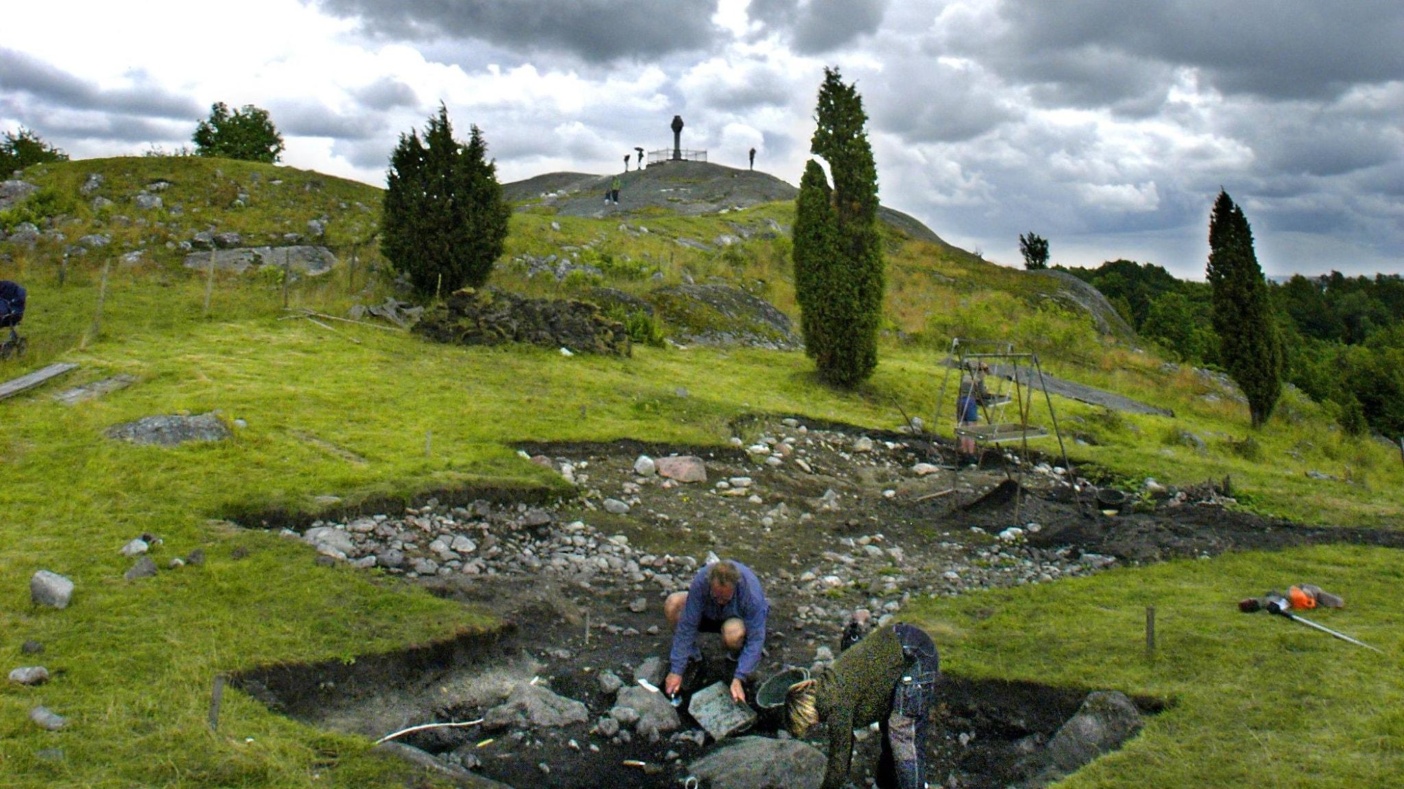 Dagens arkeologer på Birka vandrar i Hjalmar Stolpes fotspår från 1870-talet.