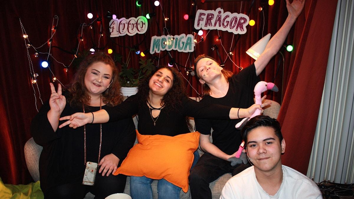 Youtubern Felicia Bergström tillsammans med Karin Yaro, Jack Lindvall och Johan Olivares