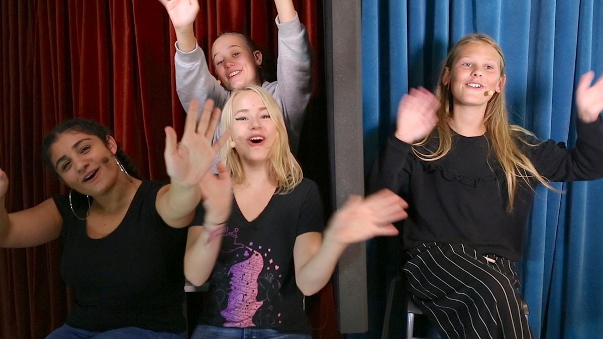 Saga 14 år, Karin 16 år och Antonia som är 15 år pratar med youtubern Viktoria Harrysson om att komma ut som trans.